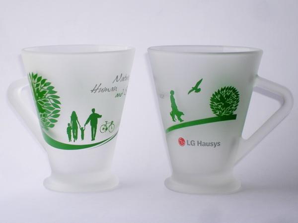 Кружки стеклянные с логотипом LG Hausys