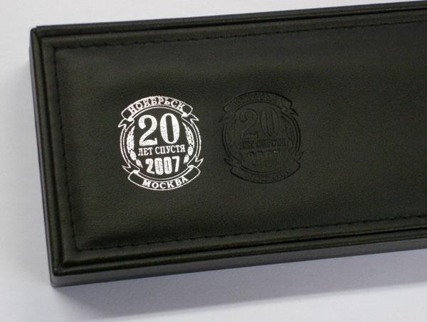Вариант тиснения логотипа на чехол для шариковых ручек