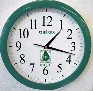 Часы настенные для медицинских компаний