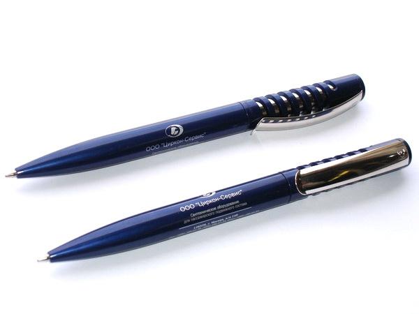 Ручки New Spring с логотипом компании на корпусе.