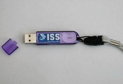 Нанесение лого на USB флэш-карту методом тампопечати