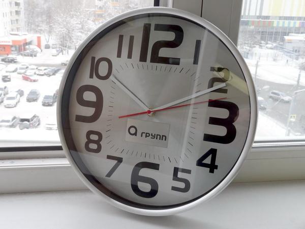 Фирменные настенные часы с логотипом фирмы заказчика