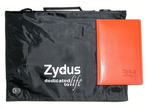 Портфель и ежедневник с логотипом Zydus