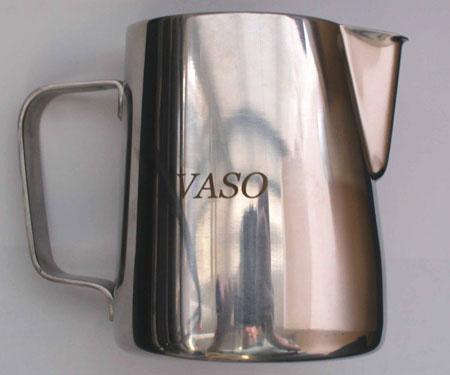 Молочник с логотипом авиакомпании